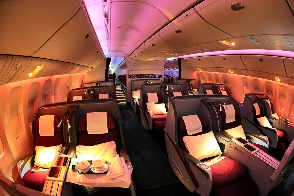 Qatar_Airways_Boeing_777-200LR_Business_Class_cabin_Beltyukov.jpg